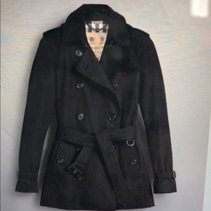 Brand new Kensington the short Burberry trenchcoat